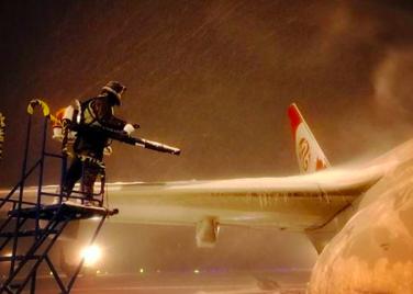 万博app手机下载新万博苹果下载官方网站:风雪中的飞机安全守护者