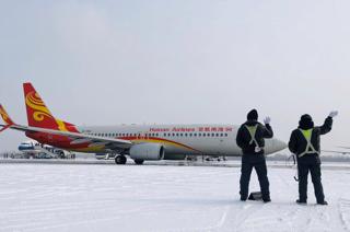 南北两重天  春运首日亚博体育下载开户技术全力保障飞机正常出港